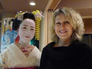 Lesley in Japan with a maiko (trainee geisha)